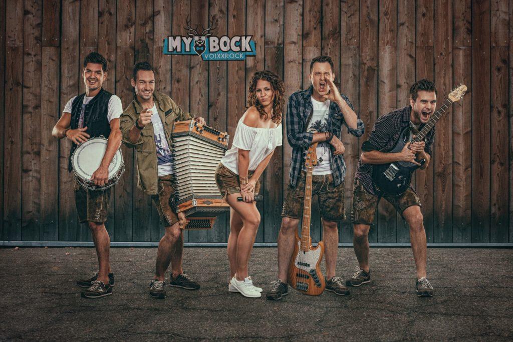 MYBOCK Bandfoto mit Logo Oktoberfestband Zeltfestband Stimmungsband