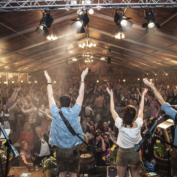 MYBOCK live das ganze Zelt macht mit